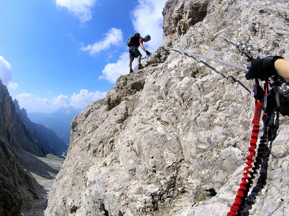 Klettersteig Dolomiten : Drahtseilakt im klettersteig durch die dolomiten grenzen